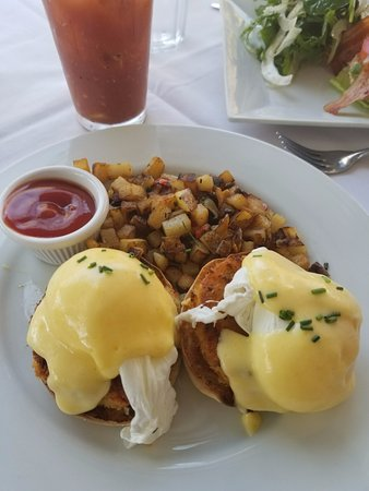 Sag Harbor, Нью-Йорк: My favorite crab cake eggs benedict!