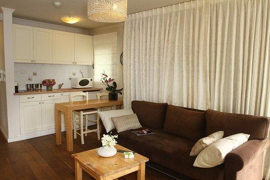 Dizengoff Suites: Large suite