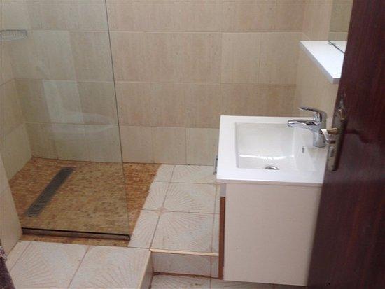 Boma, جمهورية الكونغو الديمقراطية: The bathroom/ La salle de bain