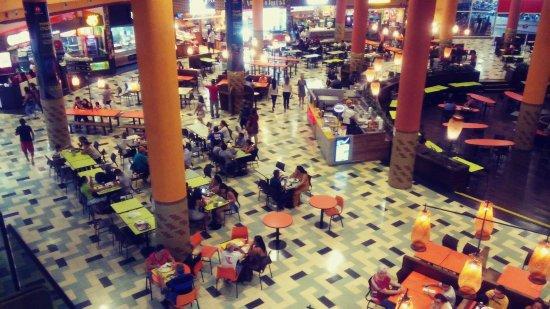 Manauara Shopping : enorme praça de alimentação