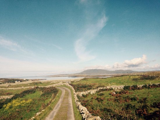 Carna, Ireland: Photo of the house and the surrounding views