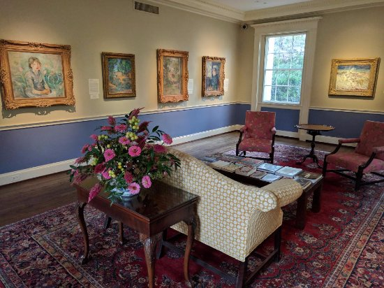 Dixon Gallery & Gardens: Small gallery lined with great Impressionist work