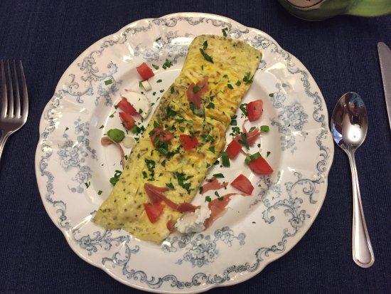 The Angler's Inn Bed and Breakfast: Fresh omelet - Breakfast