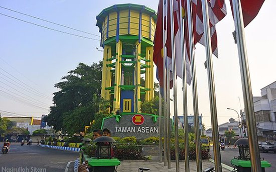 Jombang, Indonesien: Ikon Ringin Contong