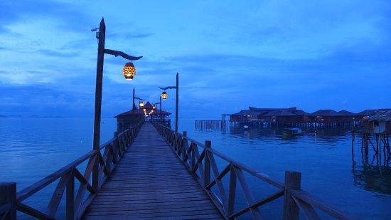 Pulau Mabul, Malasia: Scuba Junkie's jetty