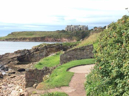 Fife, UK: Coastal path was an easy walk.