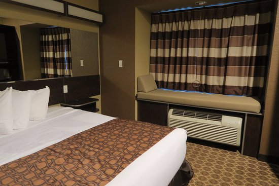 Microtel Inn & Suites by Wyndham Williston: Comfy and cool.