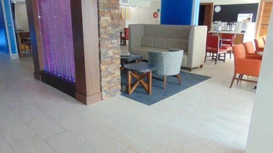 Wapakoneta, OH: Hotel Lobby