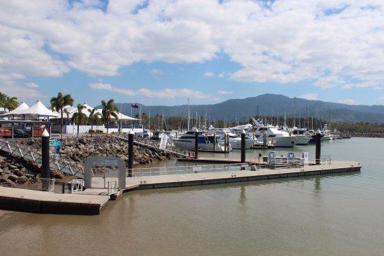 Yorkeys Knob, ออสเตรเลีย: The club is situated beside the marina