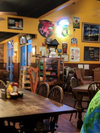 Molly MacPherson's Scottish Pub & Grill: Decor