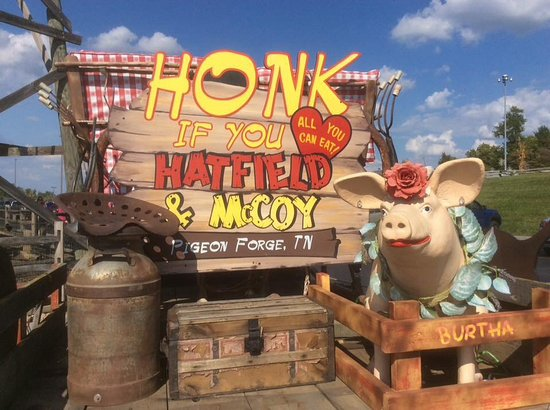 Hatfield & McCoy Dinner Show: Cute outside decorating