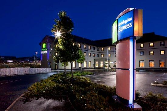 Antrim, UK: Hotel Exterior side