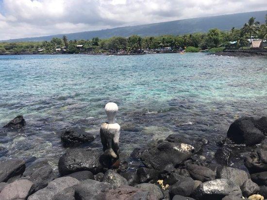 Honaunau, HI: 海を眺める偶像