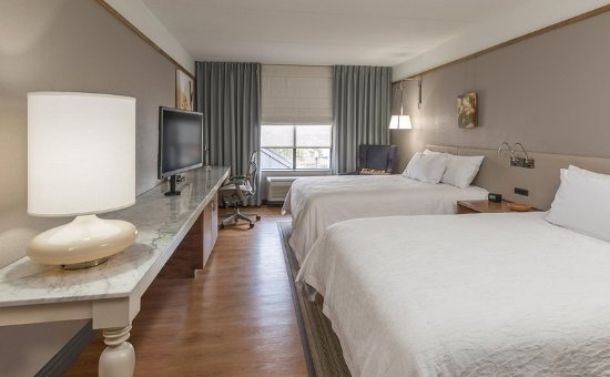 Springfield, NJ: Guest Room with Two Beds