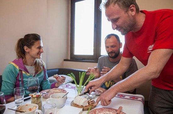 ホーム料理のブラショブ小グループフードツアー地元の家族との夕食を含む