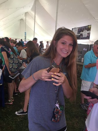 Saint Mary's City, แมรี่แลนด์: Holding a turtle at Riverfest