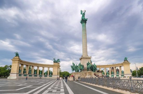 Scenic Transfer from Prague to Budapest Including 4-Hours Sightseeing...
