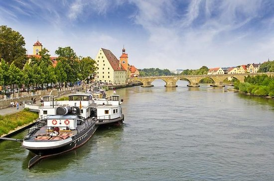 River Cruise transfer from Prague to...