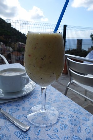 Manuel's Guest House: Giovanni's delicious fruit smoothie enjoyed on their terrace