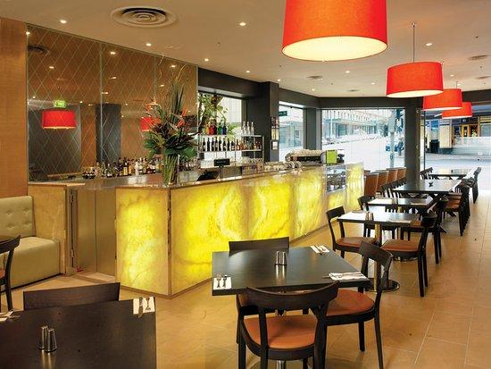 Vibe Hotel Sydney: bar