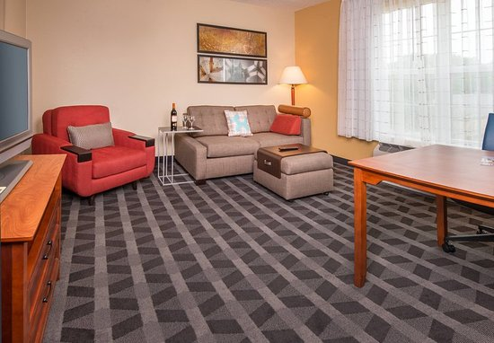Clinton, MD: One-Bedroom Suite - Living Area