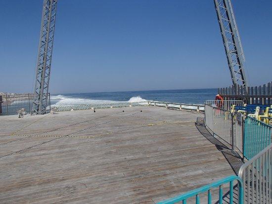 Casino Pier & Breakwater Beach Waterpark: daytime at the big ride.