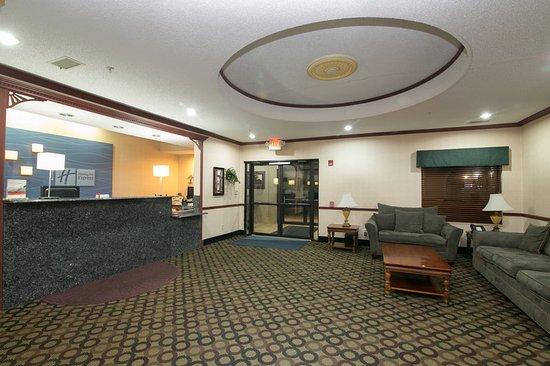 Sycamore, IL: Hotel Exterior