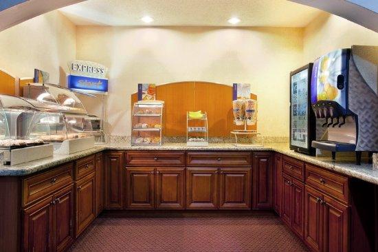 Sycamore, IL: Breakfast Bar
