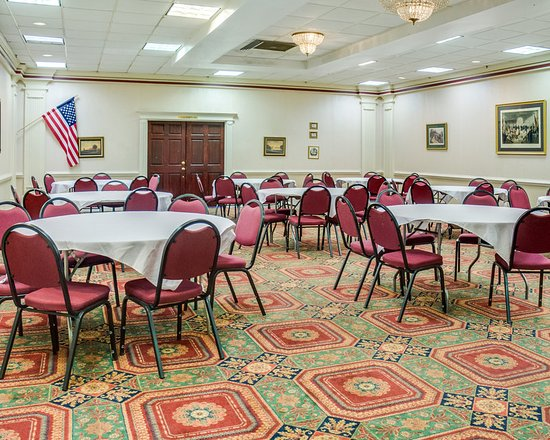 Clarion Inn: Dining