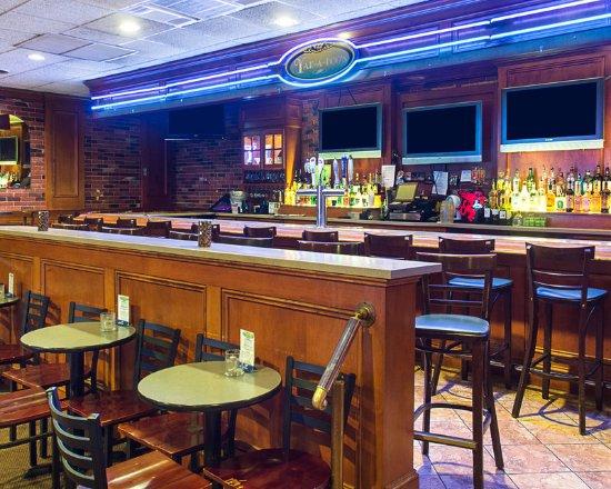 Clarion Inn: Bar