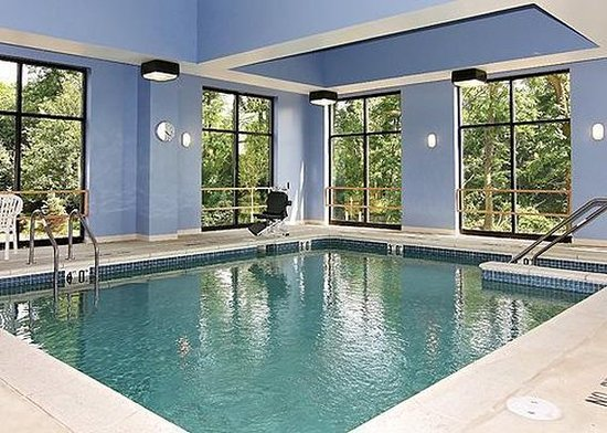 Holiday Inn Express & Suites - Harrisburg West: Pool View