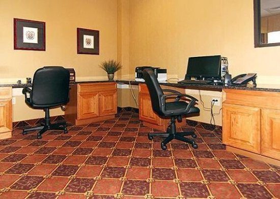 Holiday Inn Express & Suites - Harrisburg West: Business Center
