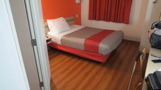 Motel 6 Roseburg: see the bed it sucked