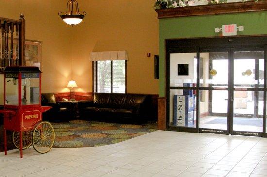 Warrensburg, MO: Hotel Lobby