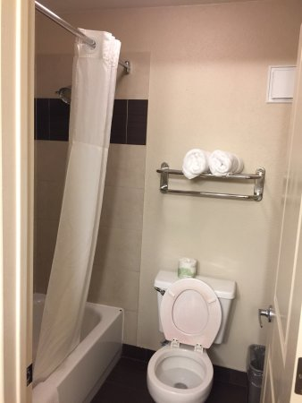 Clackamas Inn & Suites: photo2.jpg