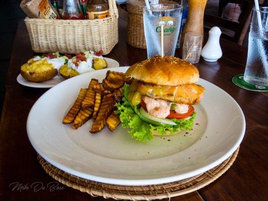 Ye Olde Buffalo Tavern: Chicken Burger with Fries
