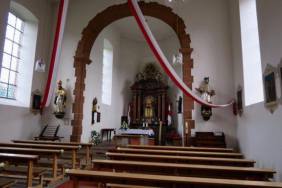 Jagdhof Klein-Heilig-Kreuz: Sicht auf den Altar in der Klein-Heiligkreuz Kapelle