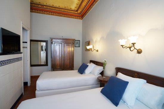 Hotel Medium Romantic Photo
