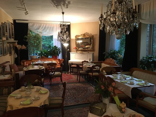 breakfast in the garden billede af hotel friedenau berlin tripadvisor. Black Bedroom Furniture Sets. Home Design Ideas