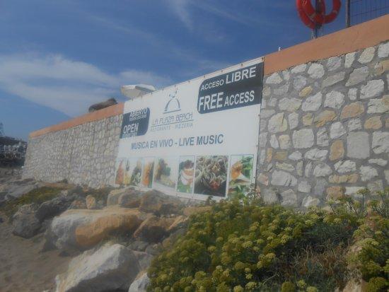 La Plaza Beach Restaurant: Advertising on the beach