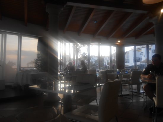 La Plaza Beach Restaurant: Restaurant inside