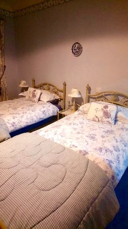 Lochcarron, UK: Our wonderful blue and white bedroom