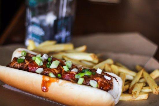 Ντροχέντα, Ιρλανδία: Hot dog wrapped in smoked bacon, topped with pulled pork and bbq sauce.