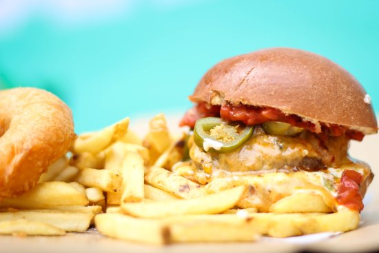 Drogheda, Irlandia: 8oz 100% beef burger topped with fresh Salsa, Jalapeños, sour cream, guacamole & pepper jack che