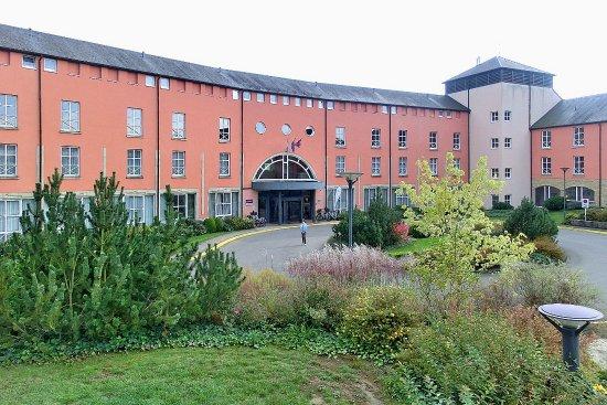 Canach, Luxemburgo: Teilansicht der Vorderfront des Hotels