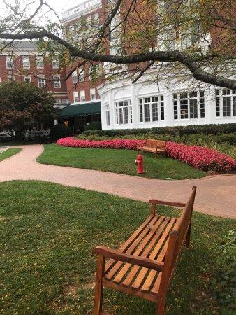 ฮอตสปริงส์, เวอร์จิเนีย: Fall day exploring the hotel and stopping for a snack at the Jefferson's at the Homestead.