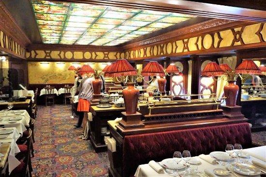 Интерьер первого этажа ресторана - 05 - Picture of Le Grand Cafe ...