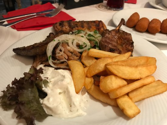 Grunstadt, Germany: Vergina-Teller mit Pommes