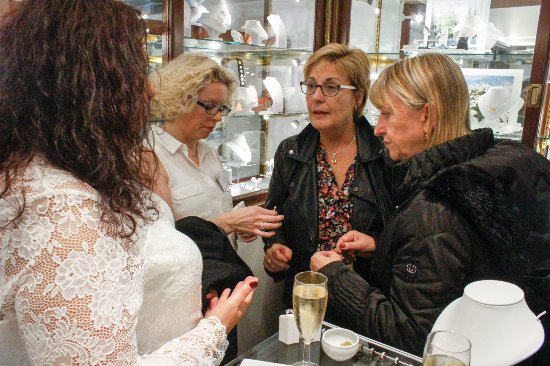 Crowthorne, UK: Invite only VIP jewellery evenings