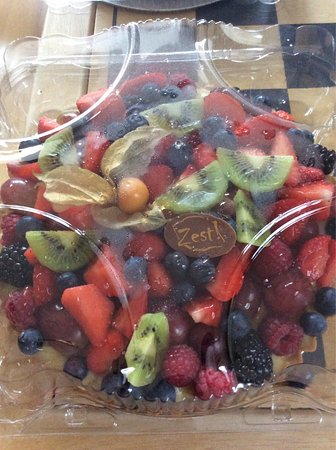 Эннис, Ирландия: Fresh berry tart €10 Baileys cheesecake €13.75